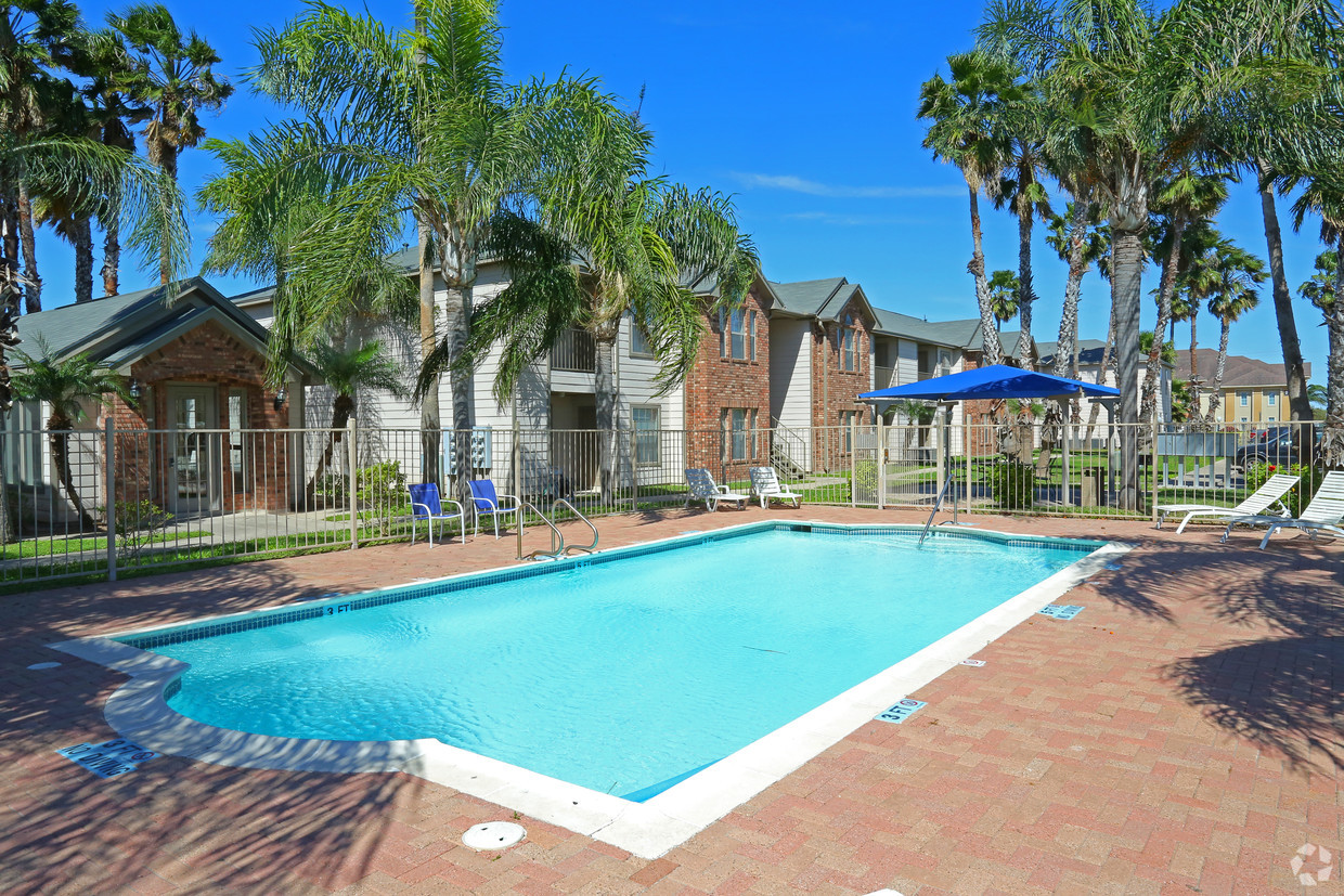 cedarwood-domit-apts-mcallen-tx-pool